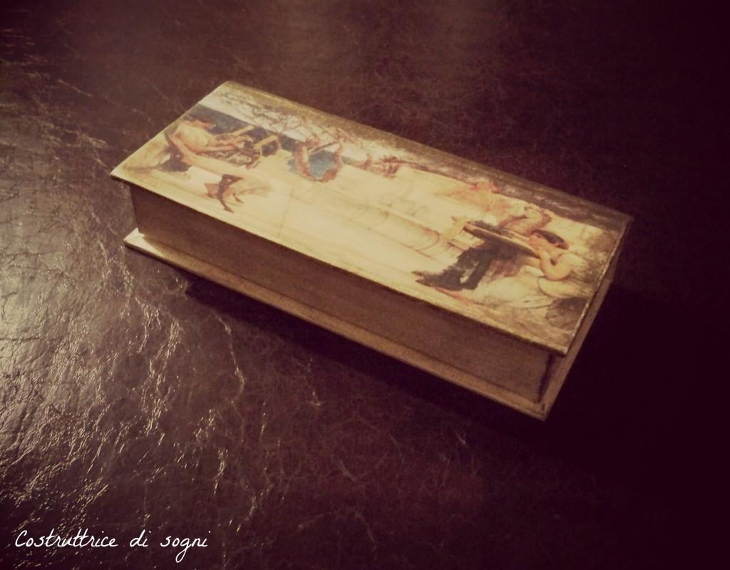 Philosophy lovers spazio filosofia costruttrice di - Porta orecchini a libro ...
